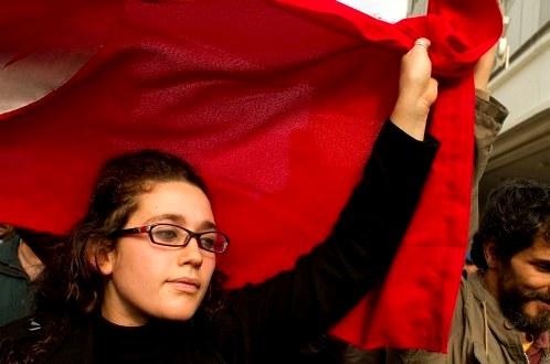 Manifestante-Tunisie-_S_ipa112630_XL-2.jpg