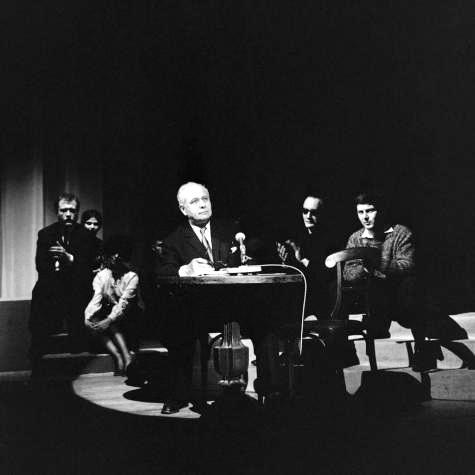 Louis Aragon lors d'une soirée poétique organisée à la maison de la radio © Galmiche, Georges / INA