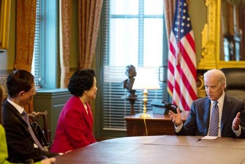 Martin Lee et  Anson Chan reçus par Joe Biden à la Maison Blanche (le 4 avril 2014)