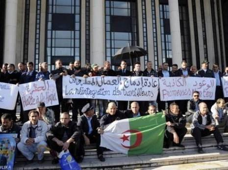 DR. En novembre 2012, devant la centrale UGTA, les travailleurs des transports publics ETUSA