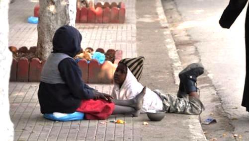 Il y a des Algériens que la pauvreté extrême de certains immigrants n'émeut même plus.